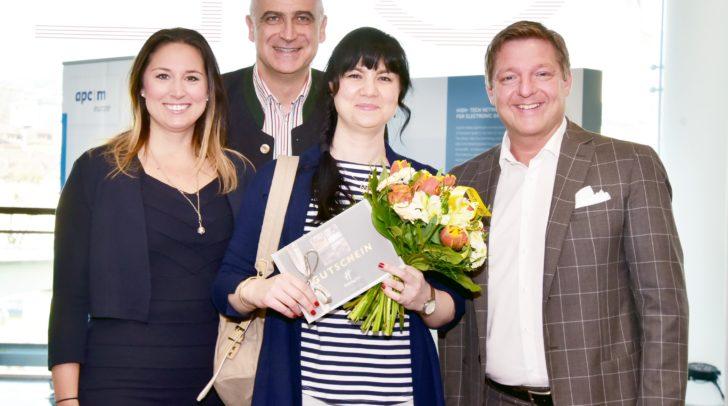Kerstin Fritz vom Holliday Inn, Georg Overs Geschäftsführer  Region Villach Tourismus und Bürgermeister Günther Albel (v.l.) gratulierten der Forscherin Maike Stern.
