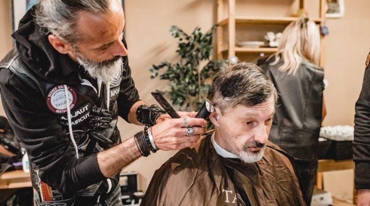 Die schneidenen Engel helfen Menschen, die sich keinen Haarschnitt leisten können.
