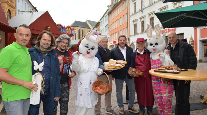 Eröffnung des Villacher Ostermarktes: Bürgermeister Günther Albel und Stadtmarketing-Aufsichtsratsvorsitzender Hubert Marko eröffneten den Ostermarkt gemeinsam mit einigen Ausstellern.