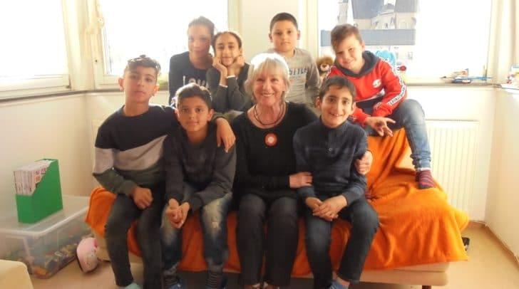 Die bekannte Schauspielerin Heidelinde Weis las am letzten Donnerstag im Lerncafé der Caritas in Villach aus dem Buch ihrer Schwester vor.