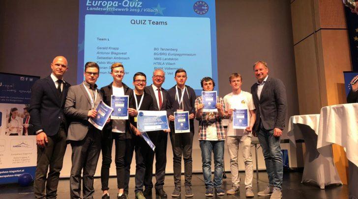 1. Landtagspräsident Reinhart Rohr, ÖBB-Regionalmanager Reinhard Wallner und Bildungsdirektor Dr. Robert Klinglmair gratulierten dem Siegerteam.