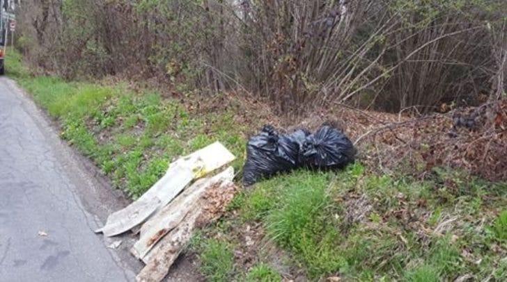 In der Peter-Melcher-Straße in Villach ärgert sich eine Leserin über schamlos weggeworfenen Müll.