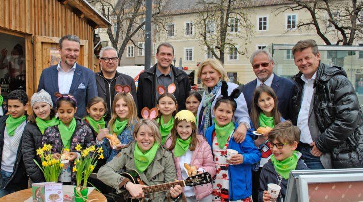 Bei der Eröffnung des Ostermarktes wurden die Mitglieder des Stadtsenates von den Kindern der Musikschule Benediktinerschule unterstützt.
