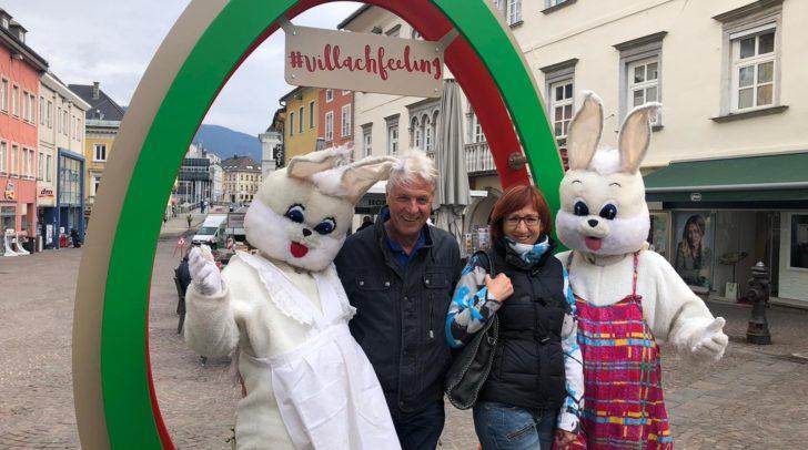 Beim Villacher Ostermarkt ist das Riesen-Osterei ein beliebter Treffpunkt und Fotopoint. Gabi und Rudi Kreiner freuen sich schon auf dieses Frühlingsereignis. Ab 6. April geht's los!