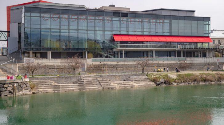 Das Congress Center Villach liegt direkt an der Drau und lockt internationales Publikum an.