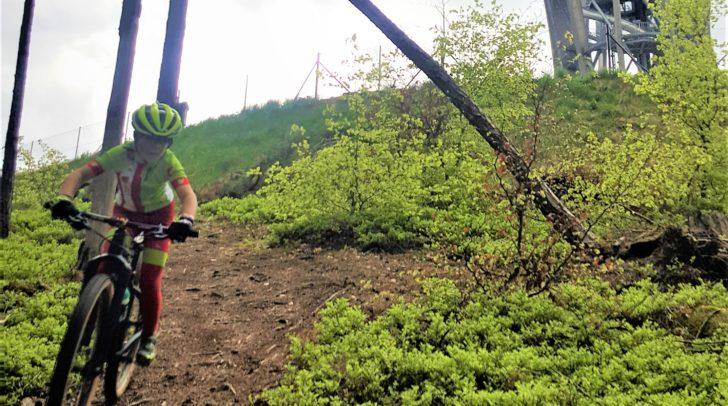 Beim Techniksprint zeigen die Mountainbiker ihr Können.