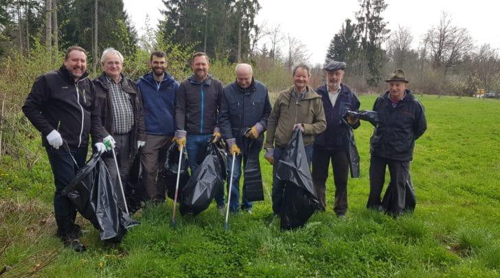 Jedes Jahr melden sich viele Freiwillige und Vereine, um bei der Flurreinigung Müll zu sammeln.