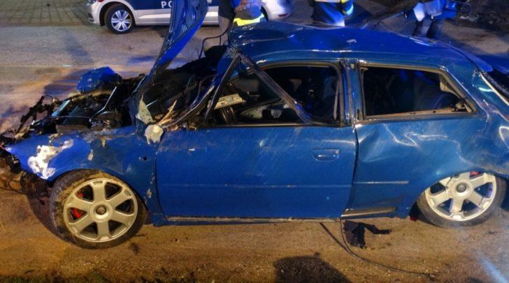 Das Auto überschlug sich mehrmals, bis es zum Stillstand kam.