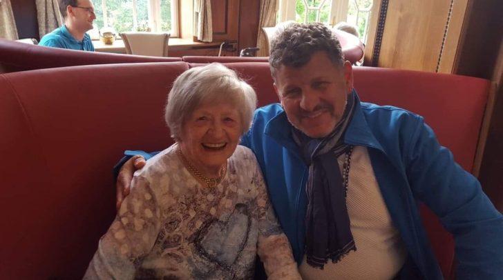 Heimbewohnerin Frau Urbanek freute sich über den Besuch von Sänger Semino Rossi
