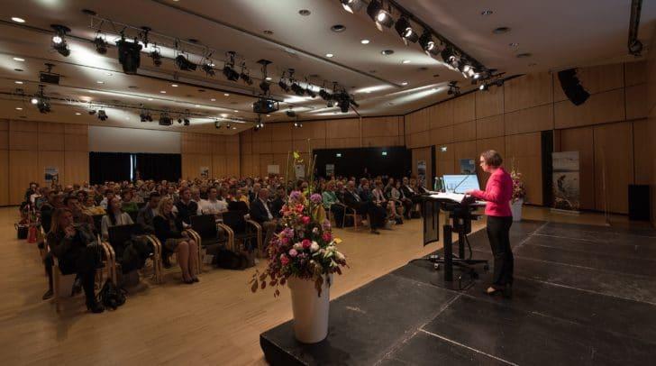 """Mag. Ulrike Rauch-Keschmann, Sektionschefin im Tourismusministerium stellte vor vollem Haus den """"Plan T"""" vor."""