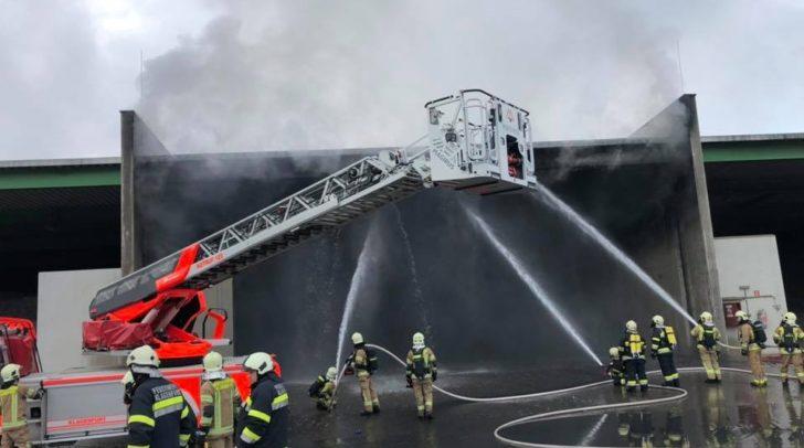 Durch das rasche Eingreifen der Einsatzkräfte konnte ein Ausbreiten des Feuers verhindert werden.