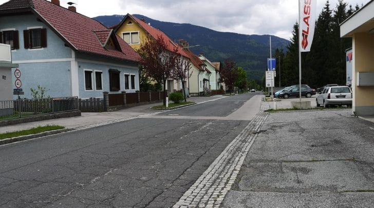Die Nötscher Hauptstraße benötigt dringend eine neue Asphaltierung. Am 27. Mai starten die Sanierungsarbeiten.