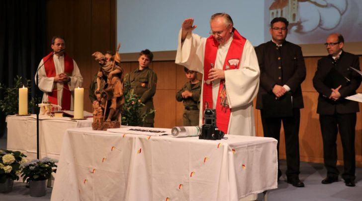 Die alljährliche Florianimesse findet zum Gedenken an den Schutzpatron und zum Segen der Feuerwehrkameraden statt.