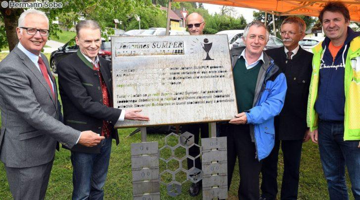 Zu Ehren von Pfarrer Sumper wurde vor kurzem ein neues Denkmal in Latschach enthüllt.