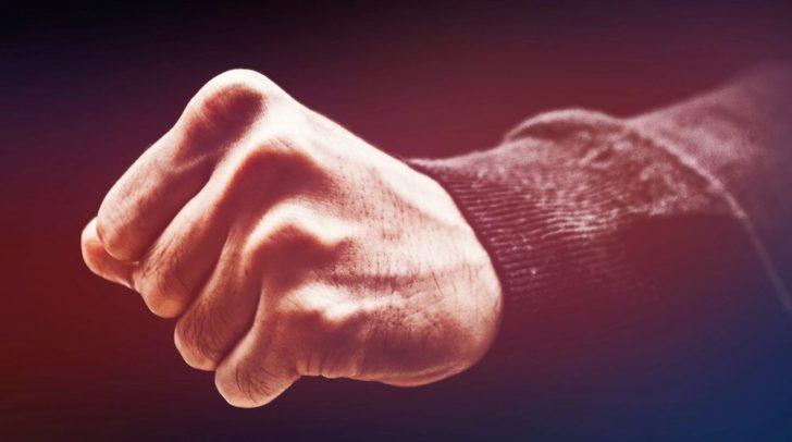 Der 22-jährige Klagenfurter wurde bei der Überprüfung seiner Identität sehr aggressiv und schlug einer Beamtin mit der Faust ins Gesicht.