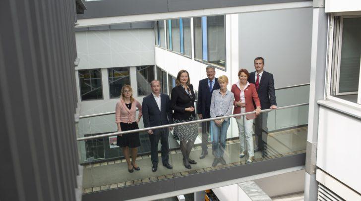 LH Peter Kaiser mit den Expertinnen und Experten bei der zweitägigen Bund-Länder-Tagung zur Entwicklungszusammenarbeit.