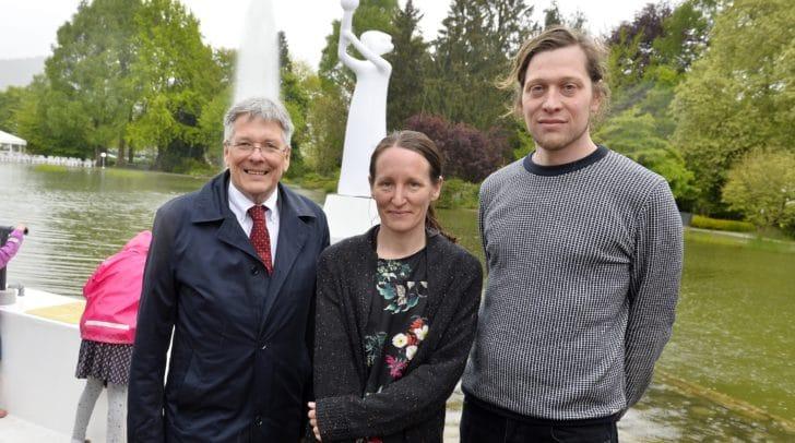 Landeshauptmann Peter Kaiser mit dem Künstlerehepaar Eva und Gerhard Pichler.
