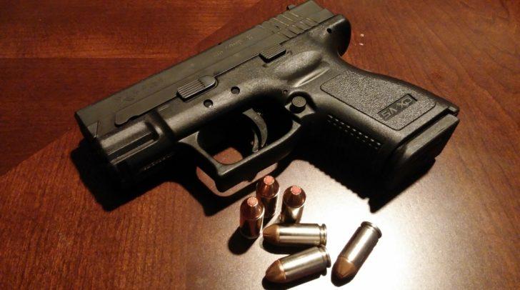 Insgesamt wurden dem 81-Jährigen sechs Schusswaffen mit dazugehöriger Munition vorläufig abgenommen.