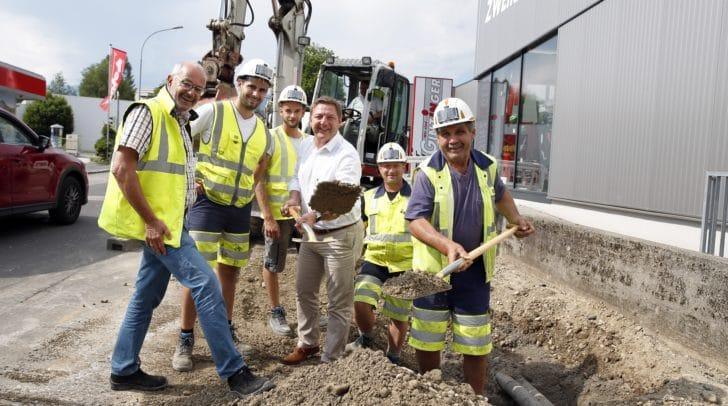 Das letzte Stück des Radweges in der Heidenfeldstraße wird gebaut.