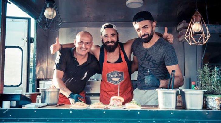 Ümit Baran (links im Bild) hat schon auf mehreren hundert Streetfood-Märkten und -Veranstaltungen Erfahrung gesammelt und weiß, was gutes Street-Food ausmacht.
