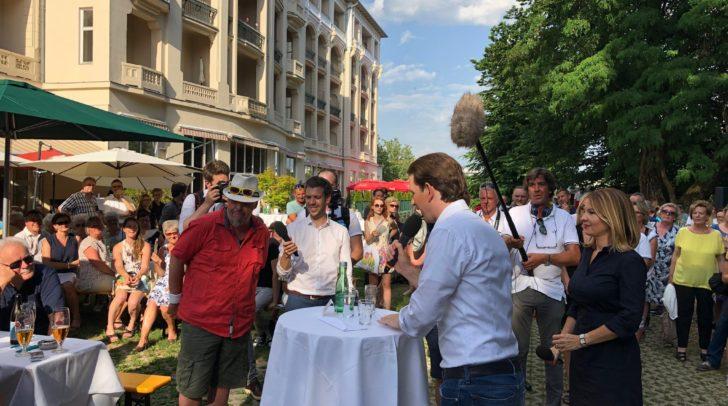 Die ersten Fragen an Sebastian Kurz kamen von dem Villacher Arnold Erd.