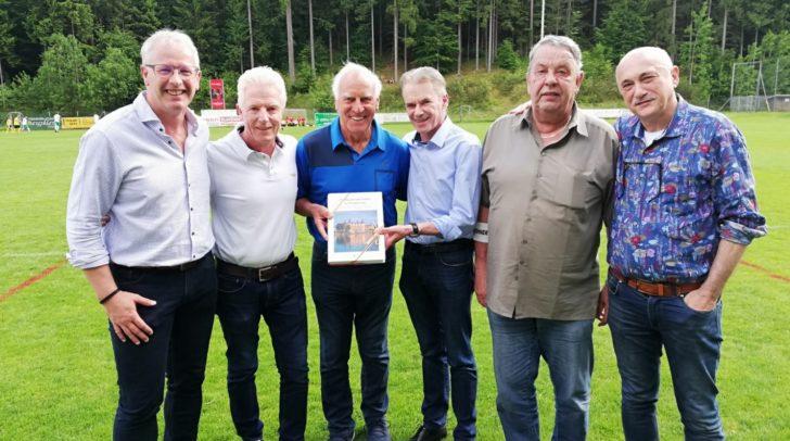 """GV Michael Ramusch, Vz.Bgm. Helmut Steiner, """"Bulle""""Franz Roth, Bgm. Ferdinand Vouk, Obmann Mag. Walter Obiltschnig und Erich Schramm (v.l.)"""