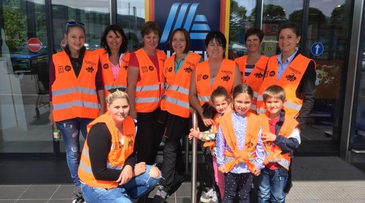 Hui statt Pfui: Acht HOFER-Mitarbeiter und drei fleißige Helfer engagierten sich in Villach gegen die Umweltverschmutzung