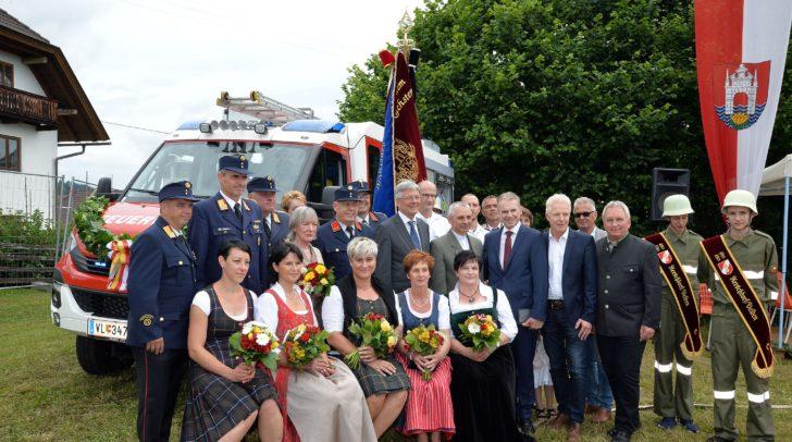 Neues Auto, Pumpe und Fahne für FF Kerschdorf.