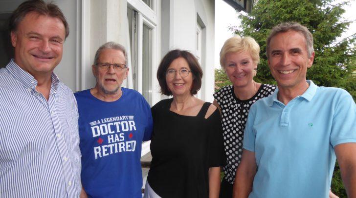 Die Kinderärzte Christian Wolf, Pekka und Christa Muttonen, Nestle Managerin Doris Pirolt und Heinz Kampfer.