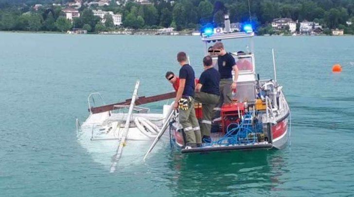 Zwei Einsatztaucher haben das Boot in 13 Meter Tiefe geortet.