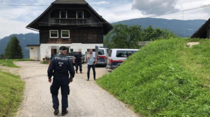 Mehrere Einsatzkräfte befanden sich am Tatort.