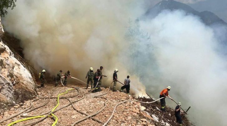 Mehrere Feuerwehren mussten in Tranchen nachalarmiert werden.
