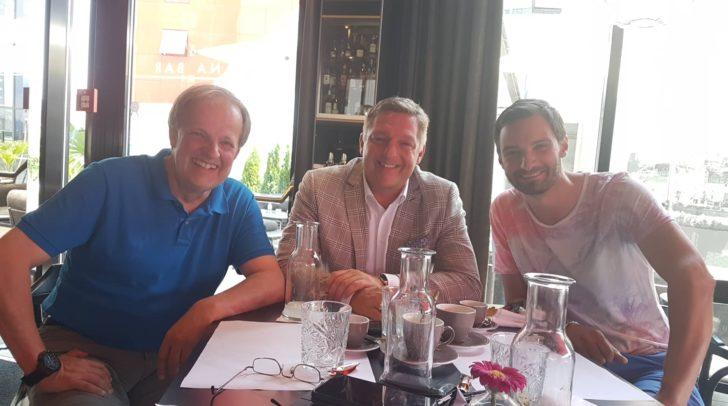 Faschingskanzler Kuno Kunz, Bürgermeister Günther Albel und Alexander Wrussnig bei einer Besprechung gestern in der LAGANA Bar.