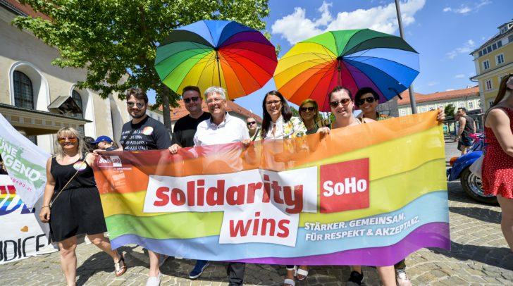 LH Peter Kaiser und LR.in Sara Schaar bei der 4. Regenbogenparade