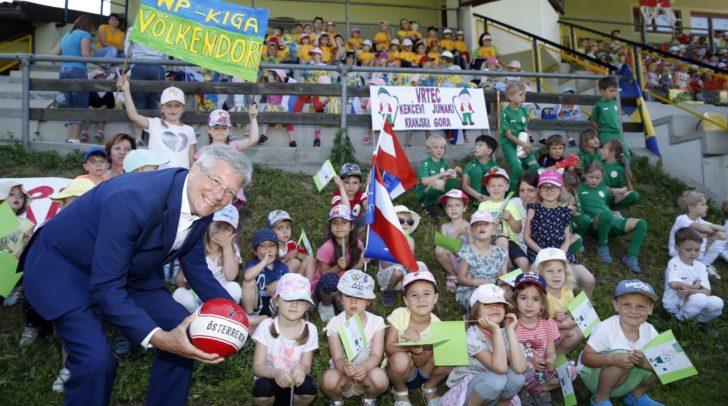LH Peter Kaiser mit den zahlreichen Fans.