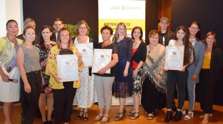 Landesrätin Sara Schaar, Barbara Roschitz und Nadine Hell und die Jury-Mitglieder gratulierten den Siegerinnen und Siegern.
