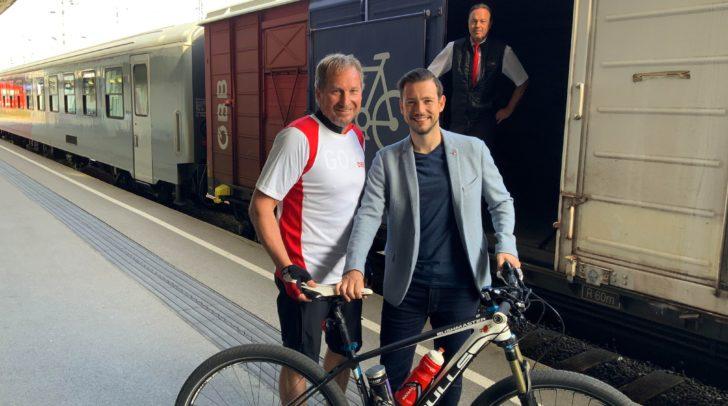 Am Bild: ÖBB Regionalmanager Reinhard Wallner (l.) und LR Sebastian Schuschnig (r.).