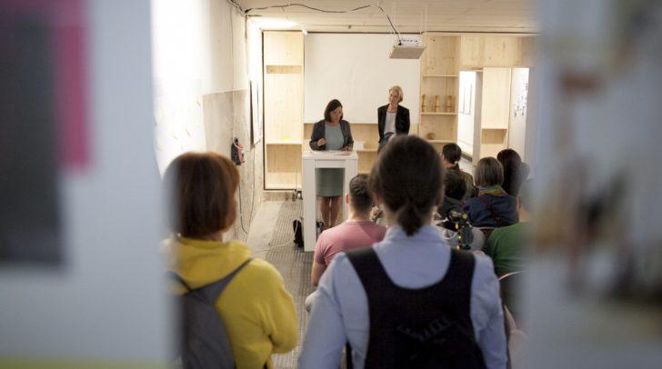 Bei der Ausstellung in der ehemaligen Kegelbahn wird auf die Geschichte der Liegenschaft eingegangen und Zukunftsvisionen werden vorgestellt.