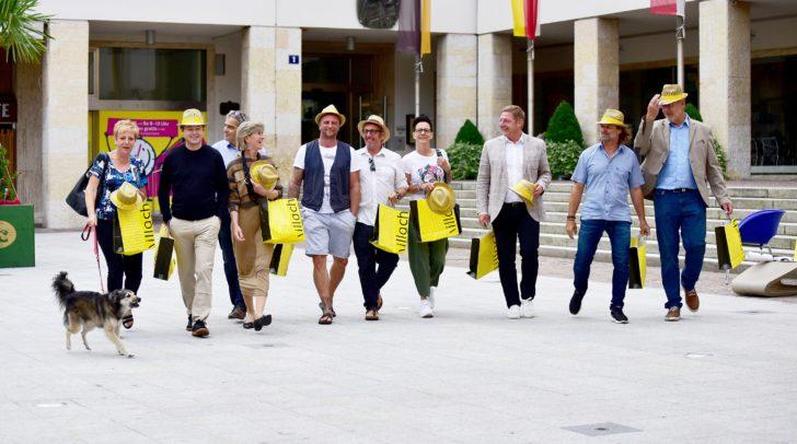 Die Summerfeeling-Initiative ist eine geradezu idealtypische Zusammenarbeit von Wirtschaft und öffentlicher Hand. Am Bild die engagierten Unternehmerinnen und Unternehmer mit Bürgermeister Günther Albel.
