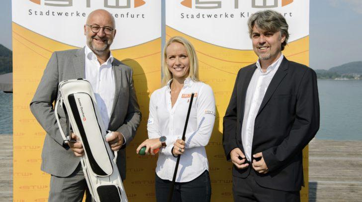 Sie freuen sich über die Zusammenarbeit: STW-Vorstand Smole, Billard-Profi Ouschan und STW-Vorstand Tschurnig.