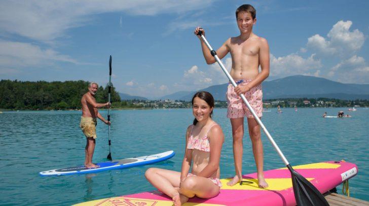 Das Stand-Up-Paddeln ist für den restlichen Sommer am Faaker See kostenlos.