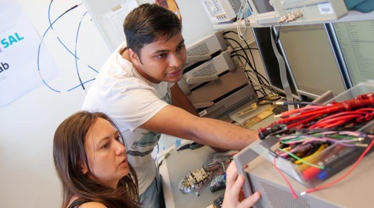 Im gemeinsamen Lab wird an Hochfrequenztechnologien und neuen<br /></noscript>Lösungen für die drahtlose Kommunikation in 5G und WLAN gearbeitet.