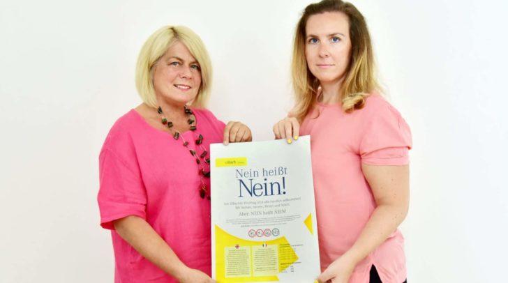 Vizebürgermeisterin Gerda Sandriesser und Frauenbeauftrage Marie-Theres Grillitsch erinnern an die Servicestelle für Frauen.