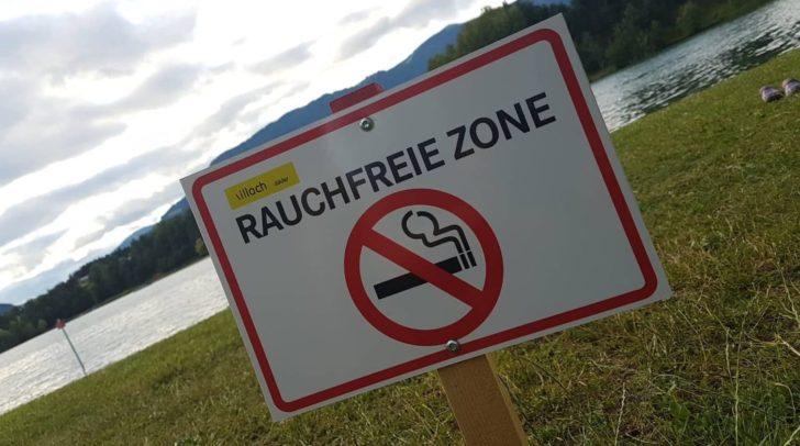Qualmen verboten: Doch trotz zahlreicher Hinweisschilder hält sich kaum jemand daran.