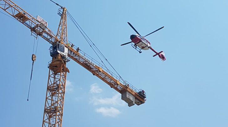Im Mittelpunkt der Übung stand eine Bergungsübung auf einem 65 Meter hohen Kran.