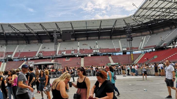 Das Stadion füllt sich - wir von 5 Minuten sind live für euch vor Ort!