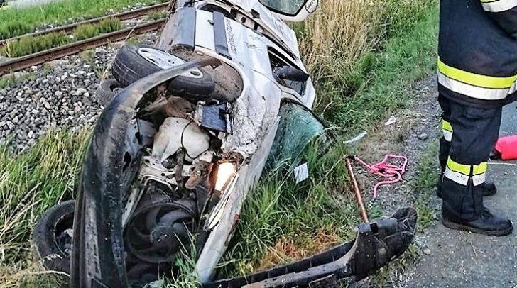 Bei dem Unfall entstand am PKW ein Totalschaden. Der Lenker wurde verletzt.