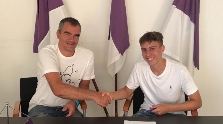 Nachwuchstalent Fabio Markelic unterzeichnete einen 2-Jahres Vertrag.