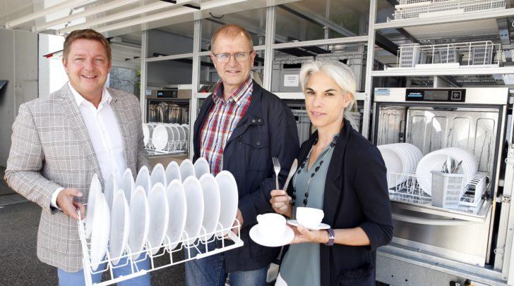 Tolle Sache: Mobiler Geschirrwagen mit Mehrweggeschirr