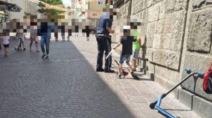 Hat der Polizist die drei Kinder tatsächlich verhört? Wir klären auf!